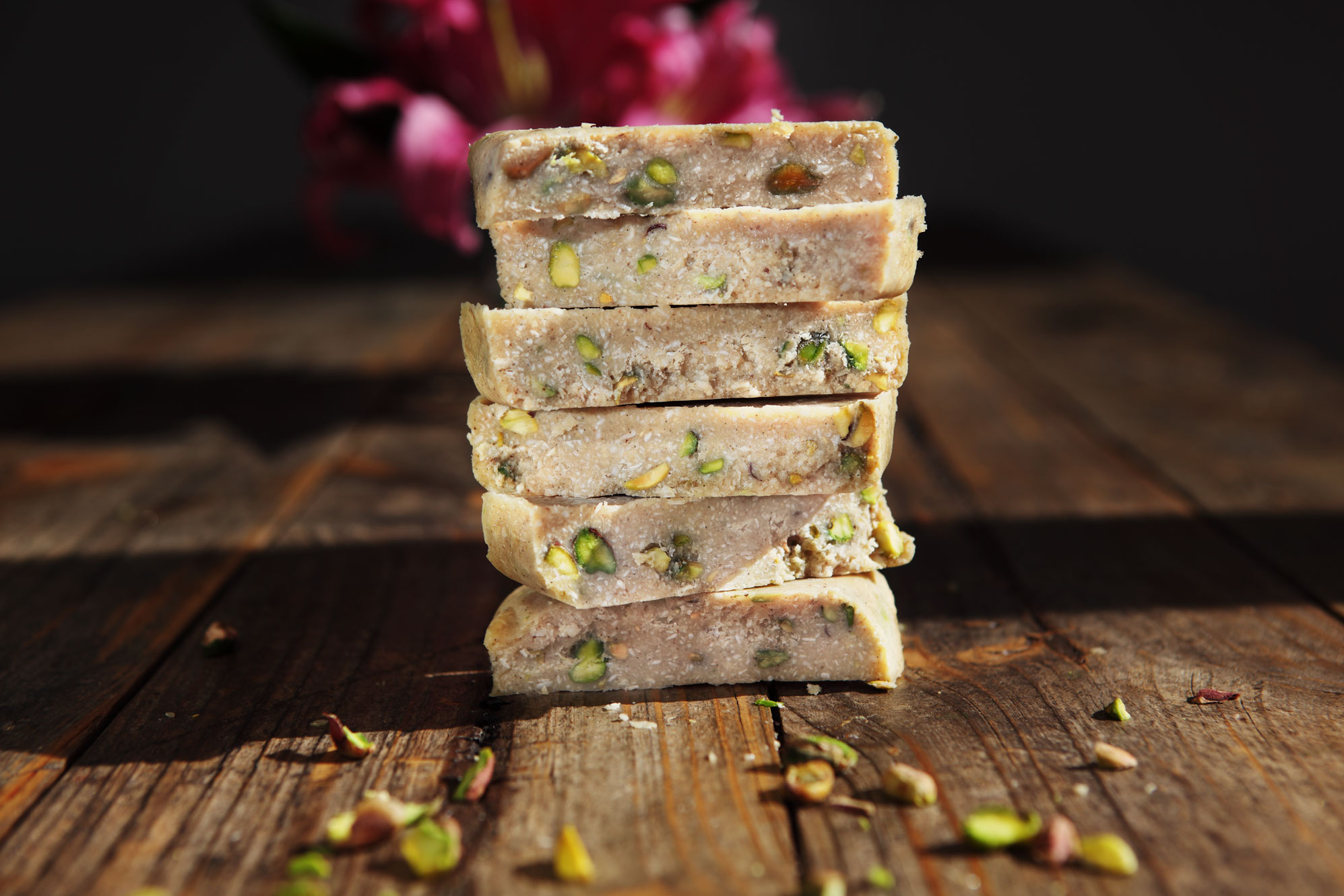 chia-spiced-white-chocolate-bars-with-pisachios-01